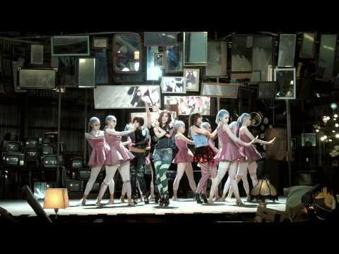 Midnight Circus En Espanol de Sunny Hill Letra y Video