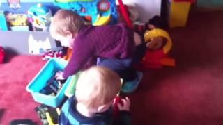 Chlapci sa hraju
