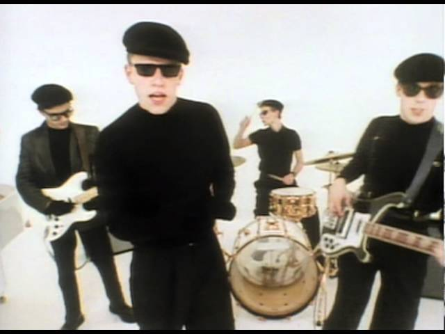 Video oficial de Madness It Must Be Love