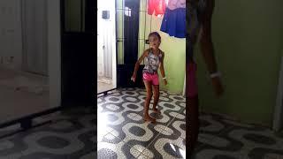 Sophia dançando