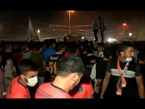 Süper Lig Cemil Usta Sezonu'nda şampiyonluğa ulaşan Medipol Başakşehir'de şampiyonluk coşkusu
