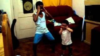 André e Miguel na dança do Kuduro