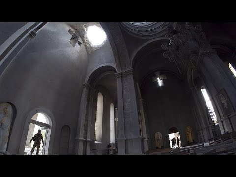 Bombardeo contra una catedral de Nagorno Karabaj