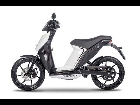 Torrot Muvi Executive 3kw Electrc Moped Static Review - Comparison with Askoll - Green-Mopeds.com