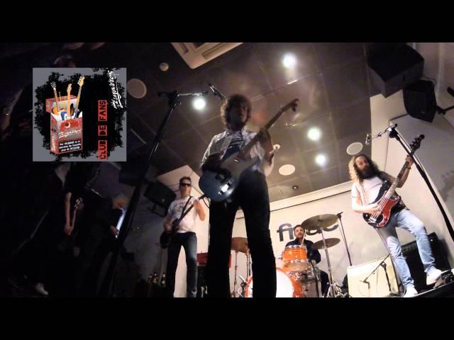 """Los Zigarros interpretando """"A todo que sí"""" en directo en la Fnac de Valencia."""