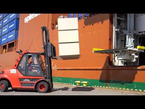 Załadunek drobnicy na pokład statku Slotergracht w Porcie Gdańsk