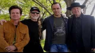 Willie Nelson Introduces Dave Matthews & Tim Reynolds at Farm Aid 2013
