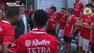 O Abraço emocionado de Rui Vitoria e Luís Filipe Vieira no balneário do Benfica