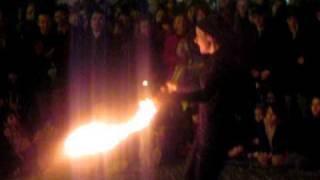 Carnevale Romano 2011 /1 - Giocolerie con fuoco - che musica è quella in sottofondo?