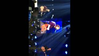 Ed Sheeran and snow patrol singing chasing cars live Belfast 2014 multiply tour