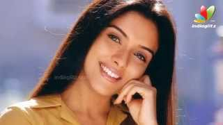 Asin invites Bollywood actors to her farm house | Hot Tamil Cinema News width=