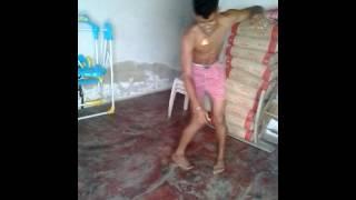 Jóvene bailando champeta africana