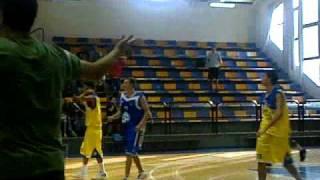 סל נצחון מדהים עם הבאזר בליגת התיכונים בכדורסל