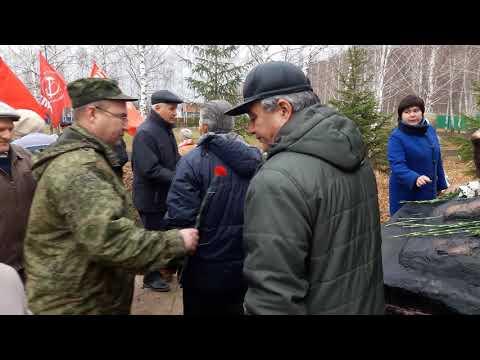 Церемония возложения цветов к памятнику войнам-интернационалистам с.Киргиз-Мияки (100-летие ВЛКСМ)
