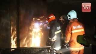 Fire destroys Chow Kit market