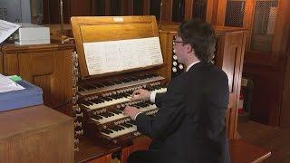 Amazing David Bowie tribute: Organist plays Life on Mars