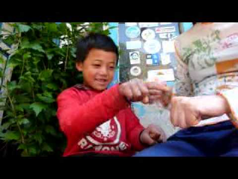 ネパール・可愛い女の子(10.5.02)