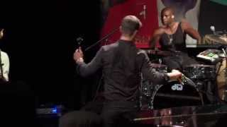 "Robin Thicke - ""Magic"" live from Interscope Introducing"