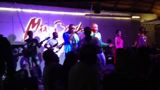 Beija-me (Ao vivo no Miami) - Edmylson feat. C4 Pedro