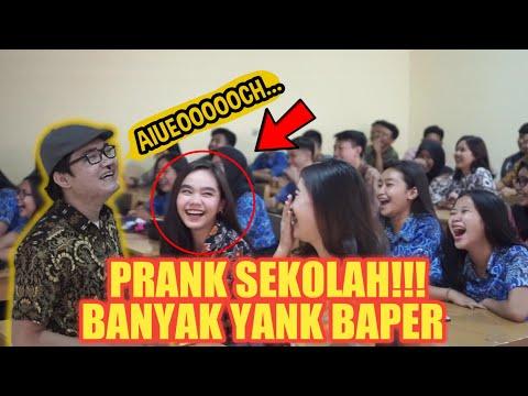 Download Video PRANK SEKOLAH!! BIKIN RUSUH SATU KELAS SAMPAI BAPERIN IBU GURU