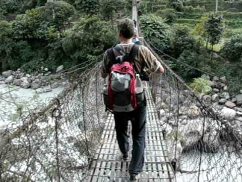 Martin in Nepal – über die Brücke