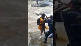Turistas fueron rescatados de Río Dormilón en el municipio de San Luis [Noticias] - Telemedellín
