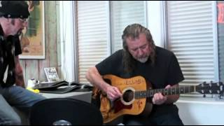 Robert Plant plays in office One (acoustic cover by Metallica)
