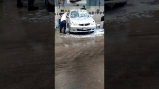 Lavando mi van en el car wash.  🚗
