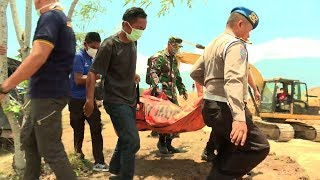 Mass burial held in Palu for quake and tsunami victims