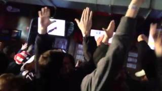 Raw: Fans at R Bar react to USA-Russia hockey