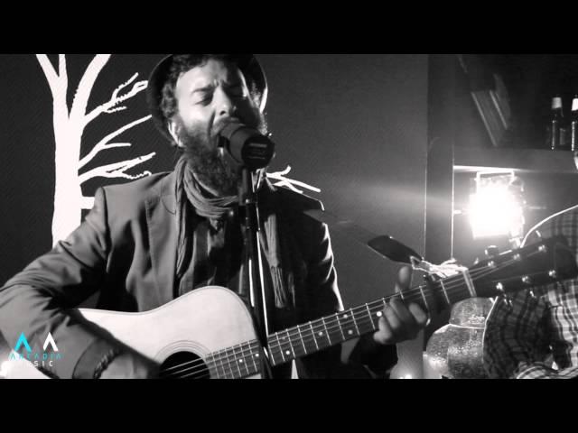 Video oficial de Lejos de Bauer