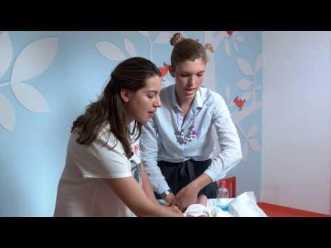 Cum îngrijim corect buricul bebelului