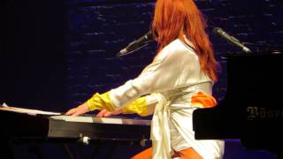 Tori Amos Rotterdam May 26th 2014 Love is a battlefield (Pat Benatar Cover)