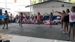 Niñas bailando 2/3