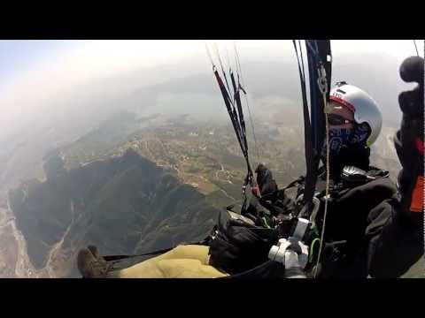 Гриф порвал параплан, Pokhara, Nepal, 2012-02-17