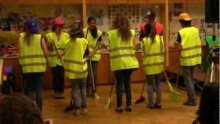 Percussão com vassouras - 8ºA/B 2011/2012