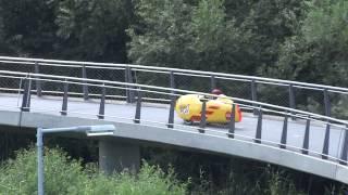 Ligfiets Right to Play passeert Nesciobrug bij Diemen