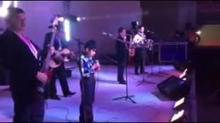 Niño cantando con Raúl Hernandez el ex tigre 2016 Monclova Coahuila
