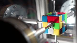 Machine solves Rubik's Cube in only 0.38 seconds : 3D puzzle world record : Rubik's Contraption