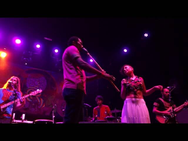 Vídeo de la banda Candeleros en concierto en la sala Caracol.