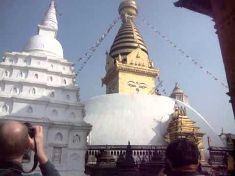 07 Juan Lázara y Shreekrishna describen una Stupa