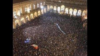 Salvini va a Modena e le Sardine lo seguono. Il PD cerca di prendersi i meriti dei 4 ragazzi
