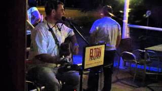 Vida Cigana cantada por Elton Acústico na Fábrica 1