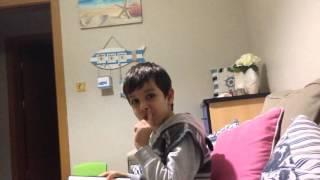 Kardeşim kitap okurken çıldırdı