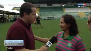 Mãe do Goleiro Danilo da Chapecoense abraça e consola repórter que chora #MENOTAFELIPENETO