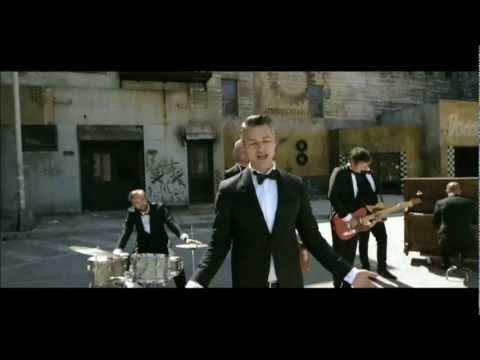 kaizers-orchestra-aldri-vodka-violeta-offisiell-musikkvideo-simon-mllebakken