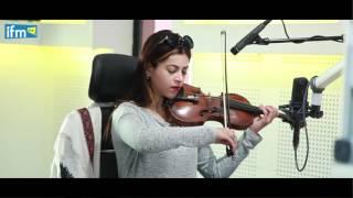ياسمين عزيز تبدع في العزف في Le Mag du Weekend