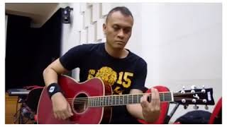 Andra lagi nyobain gitar akustik yamaha terbaru