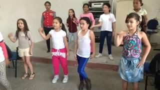 Alunas do Módulo II idade:  de  9 a 11 anos dançando a música Prepara da Anita