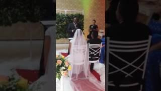 Pastor Milton  celebrando  casamento